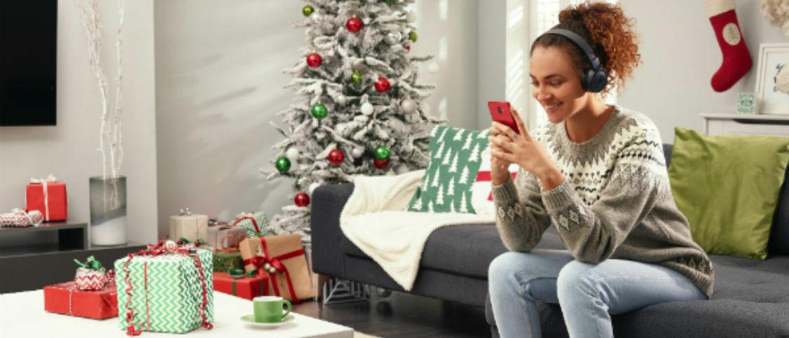 5 mid-range phones that make amazing Christmas gifts