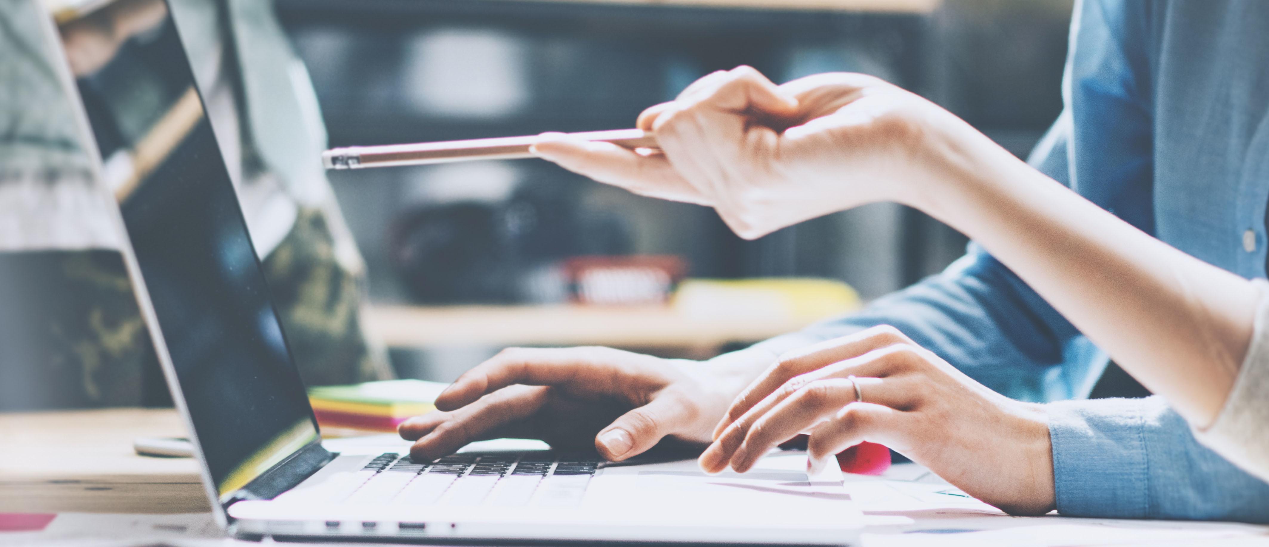 Hoe voeg je een sjabloon voor e-mail of documenten toe voor 'Meldingen'?