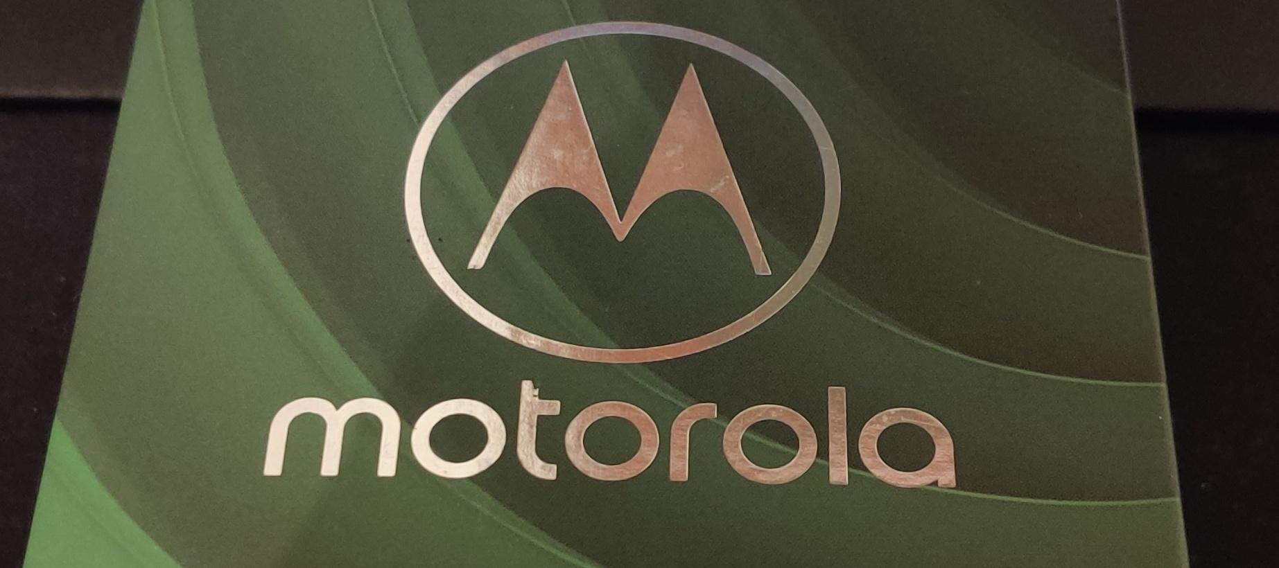 Testbericht zum Motorola Moto G7 Power & Fitbit Versa Special Edition