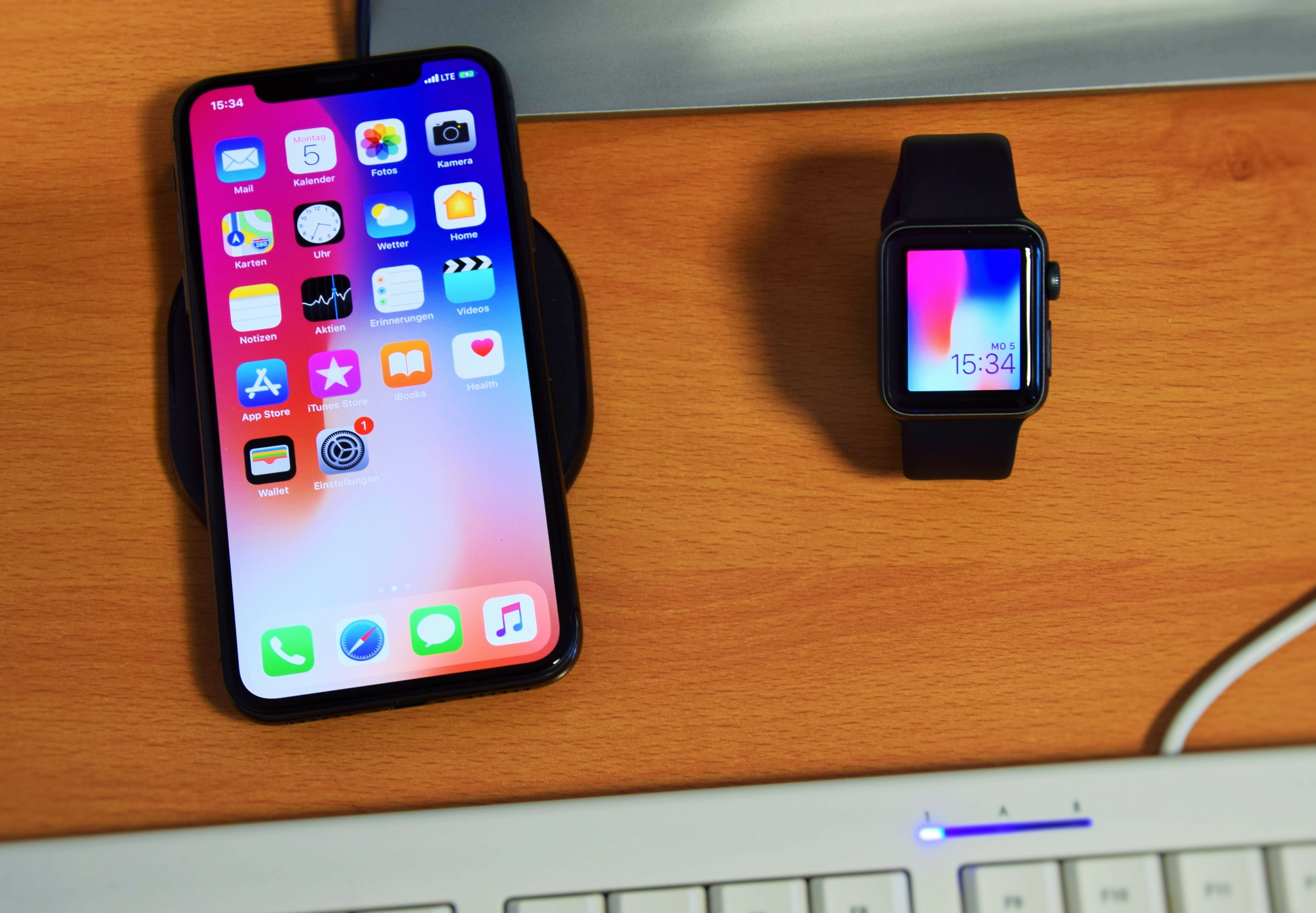 Apple Bundle: iPhone Xs & Watch Series 3